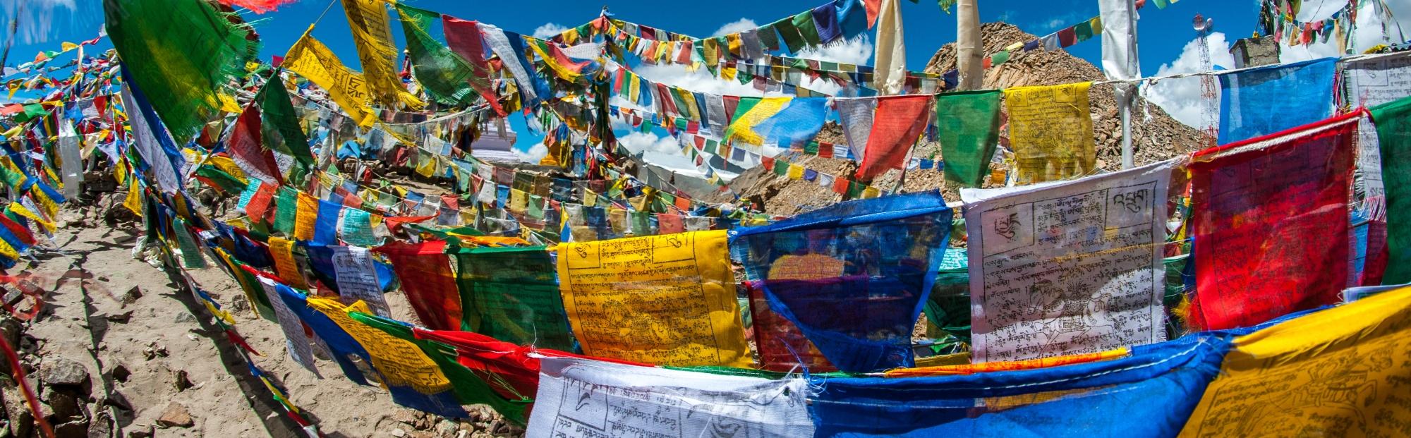 Banderas tibetanas lung ta Mediviatges